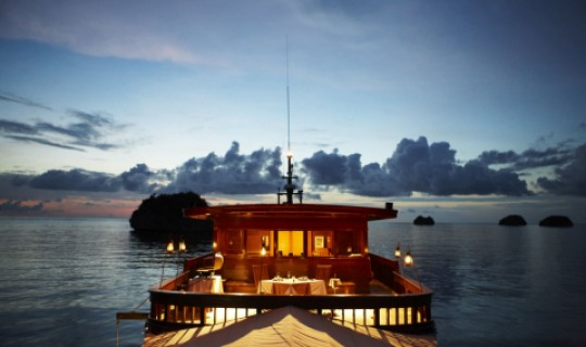 Ihr Dinner dürfen Sie jeden Abend an einem neuen exotischen Ort genießen