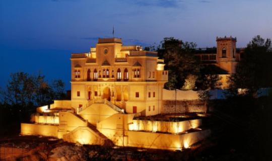 Herzlich Willkommen im Ananda in the Himalayas