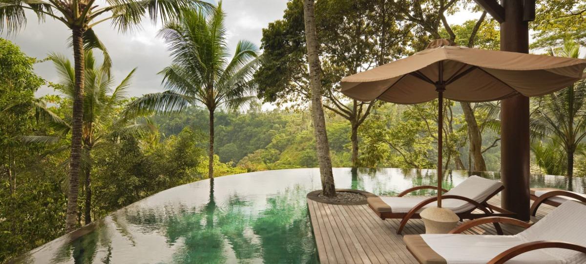 Pool mit Frischekick aus der Natur