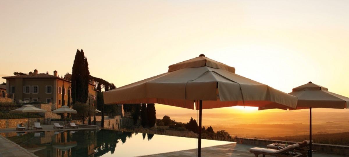 Toskanischer Sonnenuntergang am Pool- herrlich