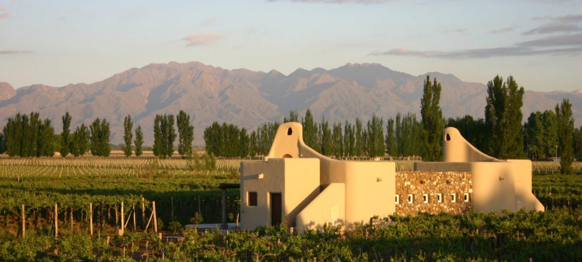 Herzlich Willkommen in der Cavas Wine Lodge