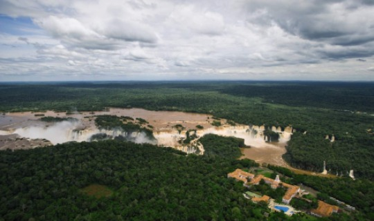 Das Cataratas Hotel mit Blick auf die Iguazu Wasserfälle