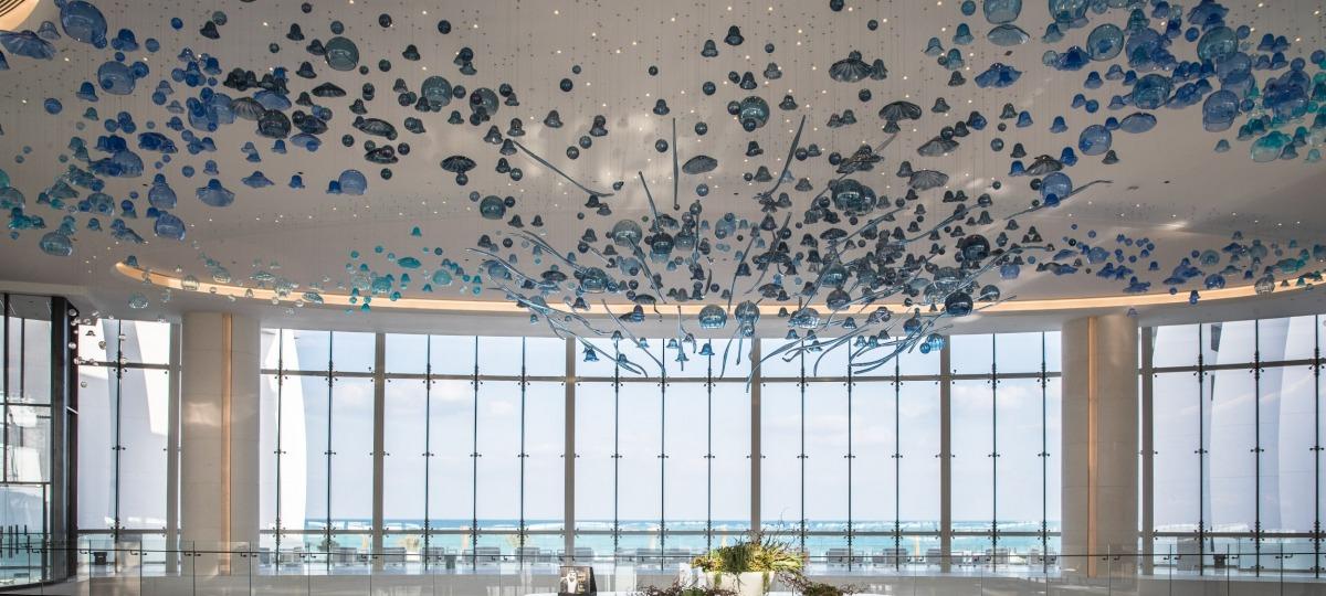 Das Jumeirah at Saadiyat Island Resort heißt Sie herzlich willkommen