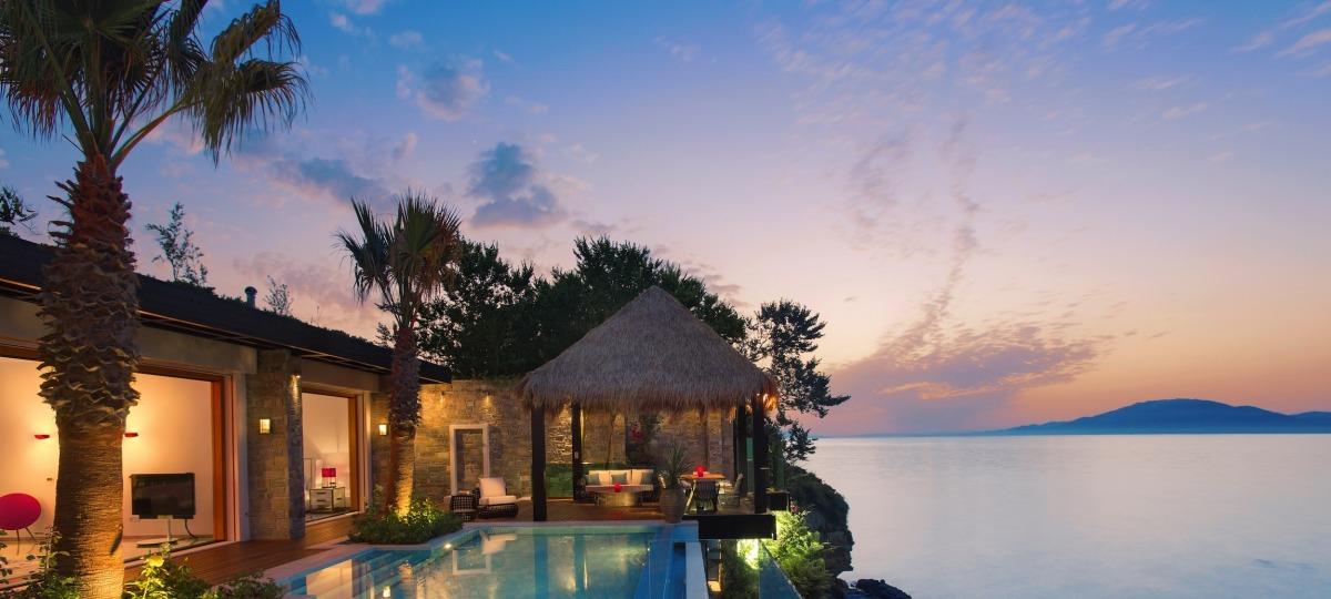 Die Royal Infinity Pool Villa mit eigenem Strandabschnitt