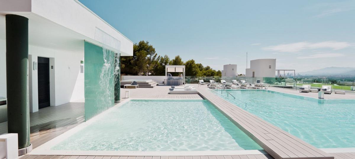 Erfrischung und Sonnenstunden am Pool