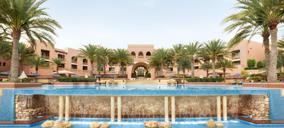 26-Shangri-La-Al-Husn-Resort-and-Spa-Infinity-Pool-Waterfall-Kopie.jpg