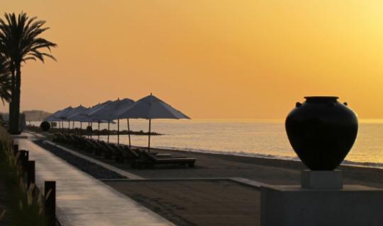 Lassen Sie sich vom Sonnenuntergang am Strand verzaubern
