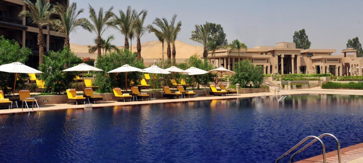 Entspannen Sie zu Füssen der Sphinx am Pool