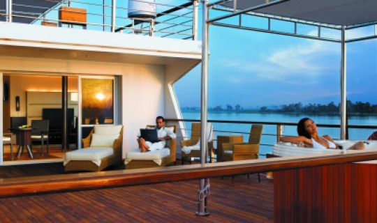 Entspannen Sie an Deck einer der Suiten