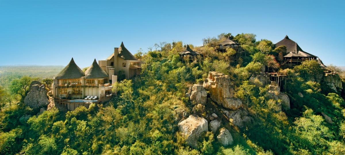 Perfekt in die Natur integriert - die Rock Lodge