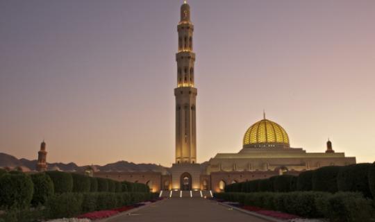 Sultan-Qaboos-Grand-Mosque-Muscat-Oman-1.jpg
