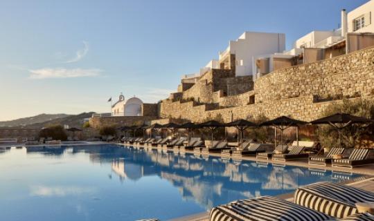 Poolfreuden unter griechischer Sonne