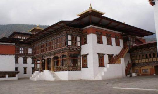 Besichtigen Sie die wunderschöne Anlage Trashichi Dzong