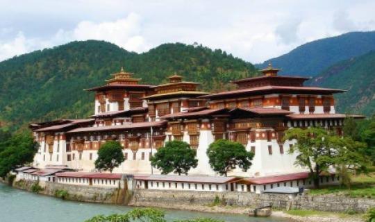 Entdecken Sie die Schätze von Wangdue Dzong