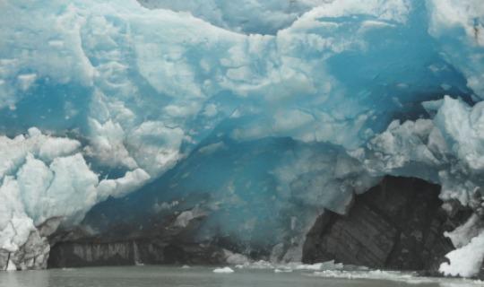 Kristallblaue Eisformationen