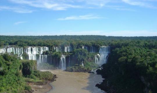 Besuchen Sie ein Weltwunder der Natur - Die Iguazu Wasserfälle