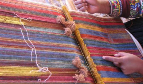 Traditionelles Textilhandwerk der Inka