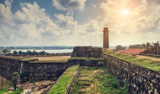 Treasure-Hunting-in-the-Galle-Fort-slider-1.jpg
