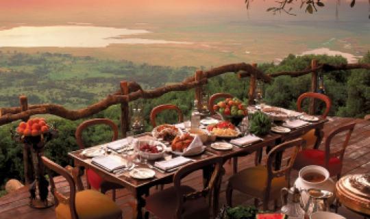 Dinner mit Ausblick auf das Kraterbecken