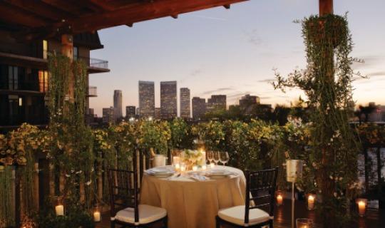 Dinner mit Blick auf Los Angeles