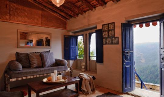 Farbenfrohe, traditionelle Häuser von Shakti