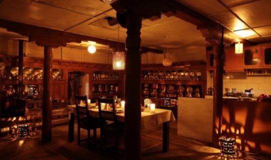 Romantische Abendstimmung in der kuscheligen Küche